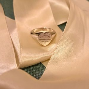 Return to Tiffany Heart Signet Ring